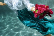 underwater-portrait-photography-lady-red-roses-gold-coast
